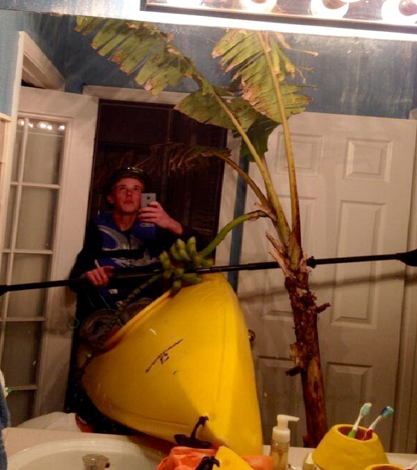 Kayaking In The Bathroom-Worlds Stupidest Selfies