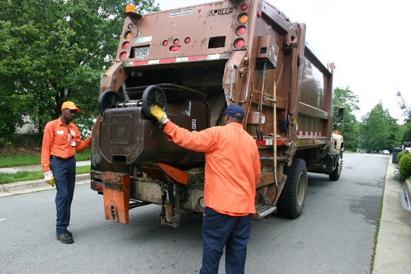 Garbage Collectors-Most Dangerous Occupations.
