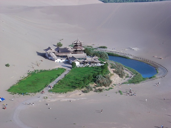 Crescent Lake oasis, China-Beautiful Oases Around The World