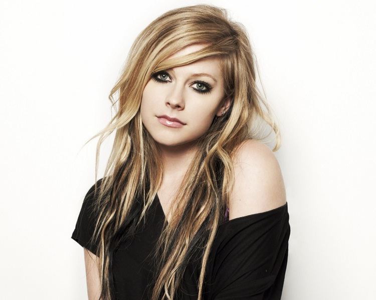 Avril Lavigne-Shortest Musicians Ever