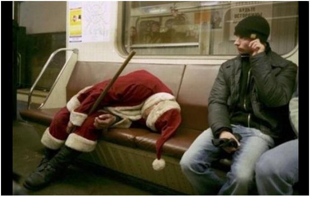 Sleeping Santa-Hilarious Santa Claus Fails