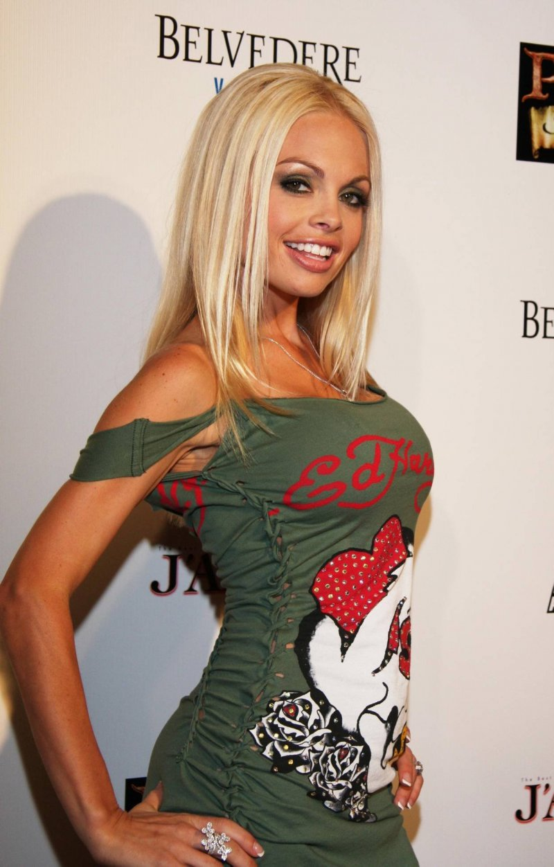 Jesse Jane-12 Celebrities Who Once Worked At Hooters
