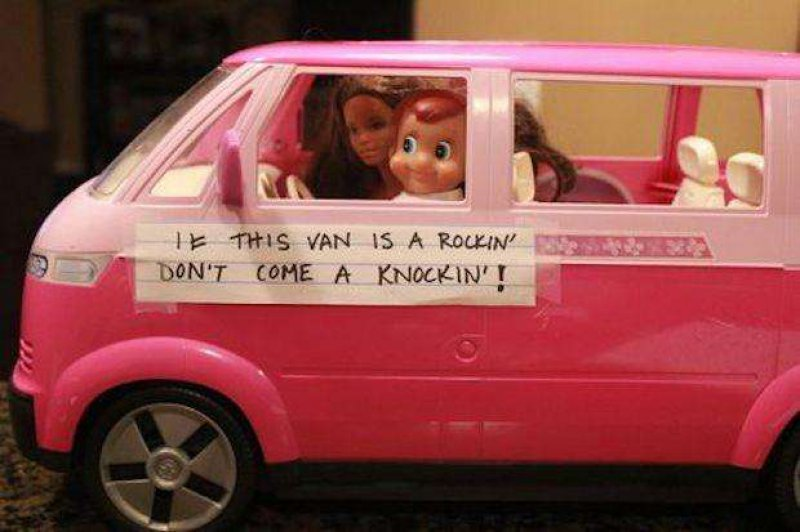 Elf and Barbie Again!-15 Hilarious Photos Of The Elf On The Shelf Gone Wrong