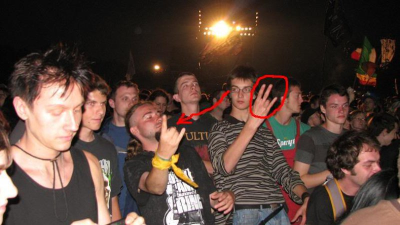 Wrong fingers-15 Hilarious Concert Fails And Bloopers That Will Make You Lol