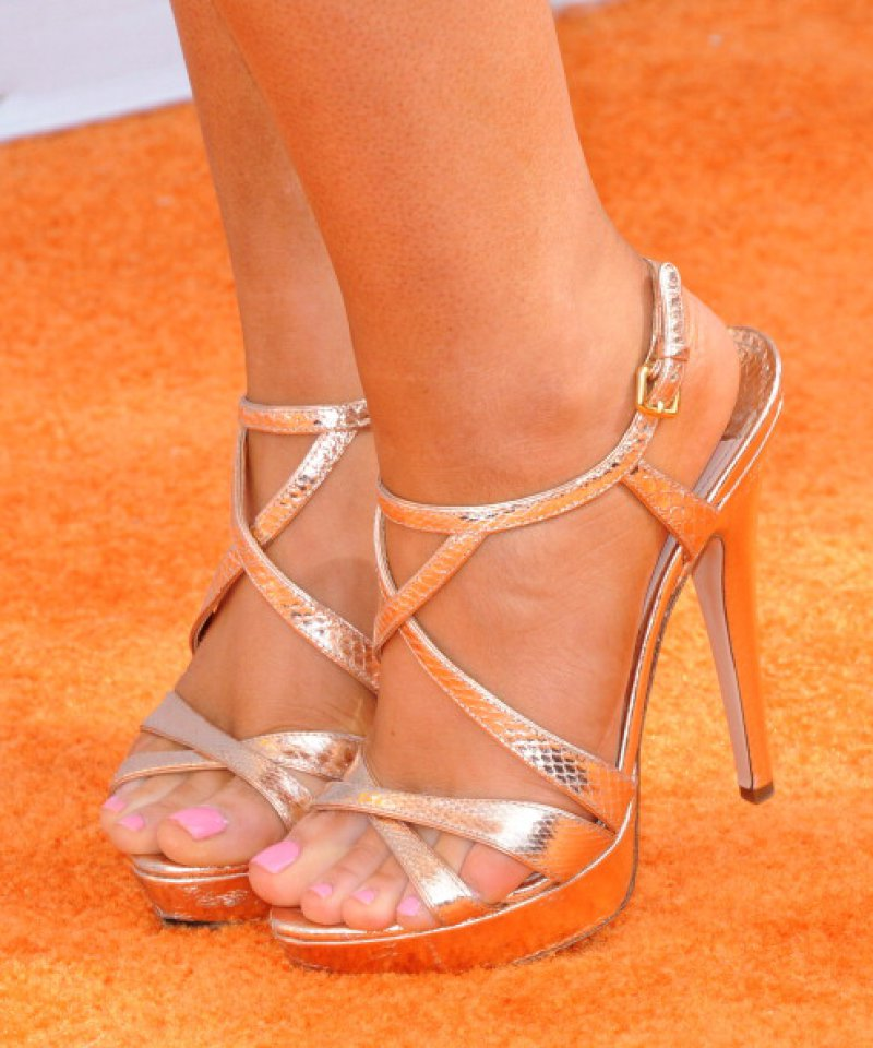 Ariana Grande's Legs And Feet-23 Sexiest Celebrity Legs And Feet