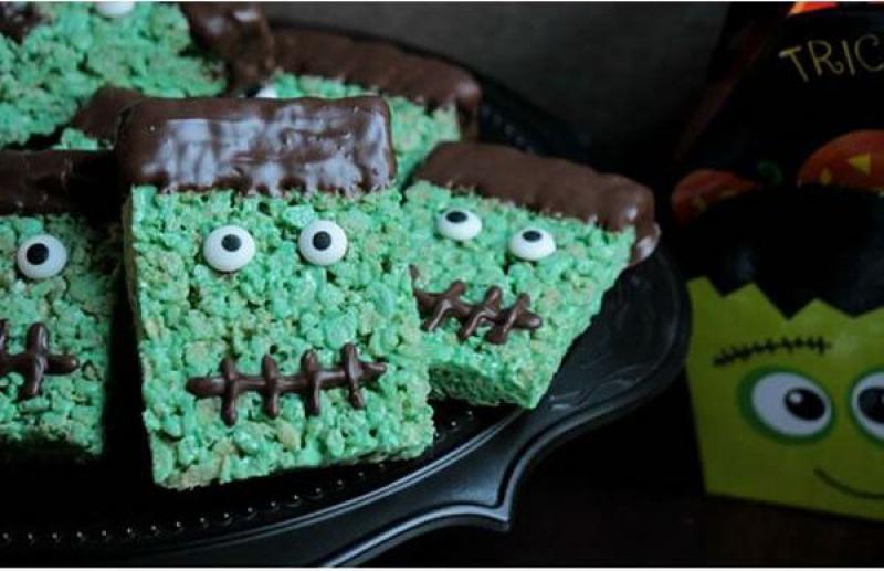 Frankenstein Rice Krispies Treats-15 Funniest Halloween Recipe Fails