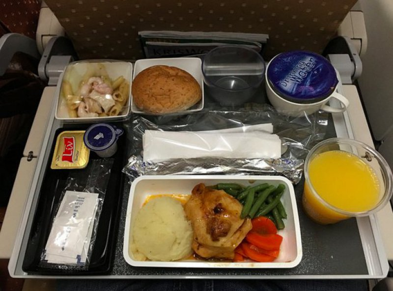 Singapore Airlines-15 Airlines And The Food Served In The Economy Vs. Business Class