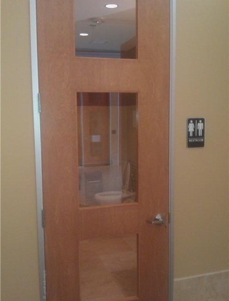 The Genius Who Installed This Bathroom Door-15 People Who Need To Be More Self Aware