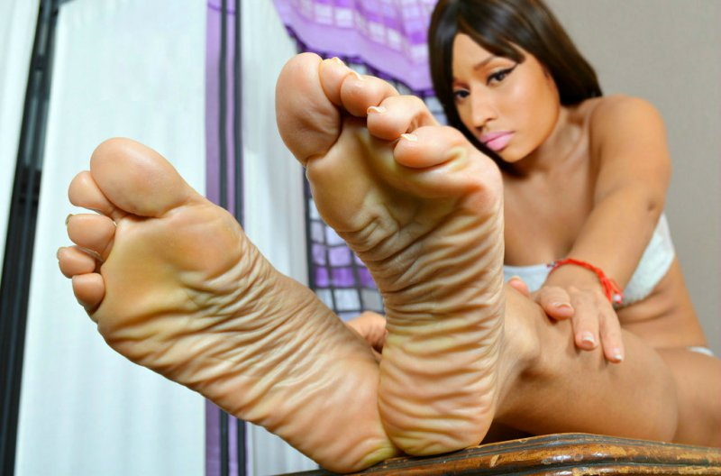 Teen foot domination she wouldn039t mind a 7