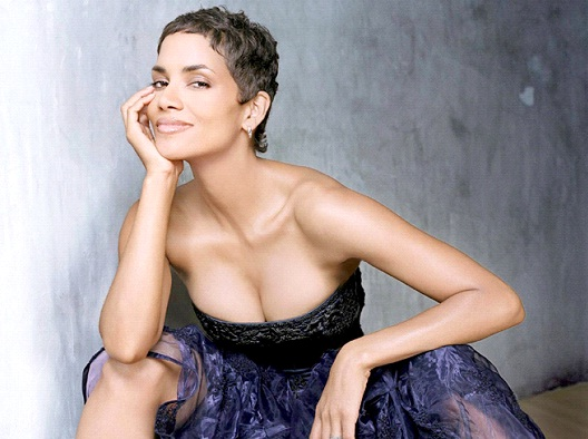 Halle Berry-12 Celebrities With Really Short Hair