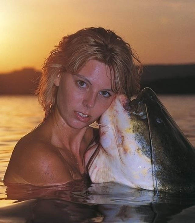 Licked by a fish-This Week's WTF Photos