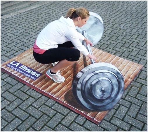 Pretend Bodybuilding-Amazing 3D Street Art