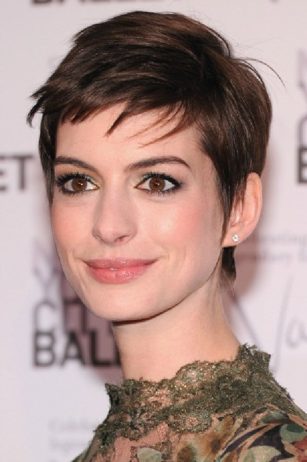 Anne Hathaway-12 Celebrities Who Don't Use Twitter At All