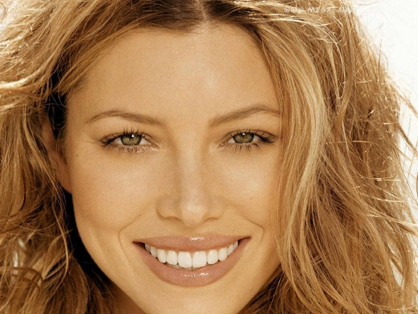 Jessica Biel-12 Best Female Celebrity Smiles Ever