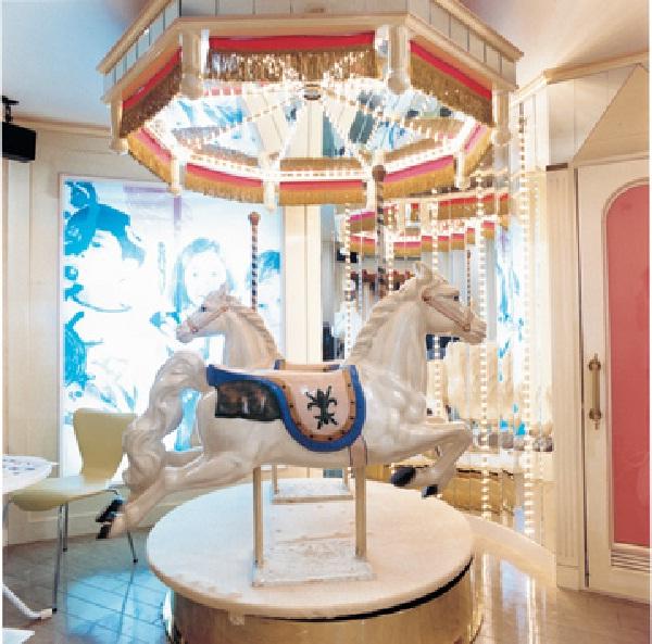 Fairground-Craziest Love Hotels