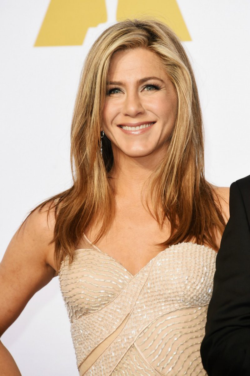 Jennifer Aniston (47 Years)-15 Celebrities Who Don't Age Like Other Human Beings
