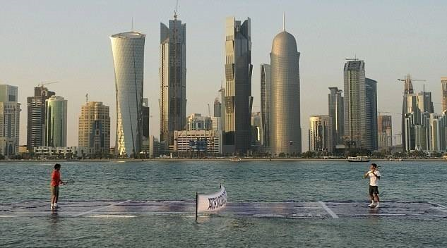 Nadal and Federer Playing Tennis on Water Court, Qatar-15 Images That Look Fake, But Are Actually True