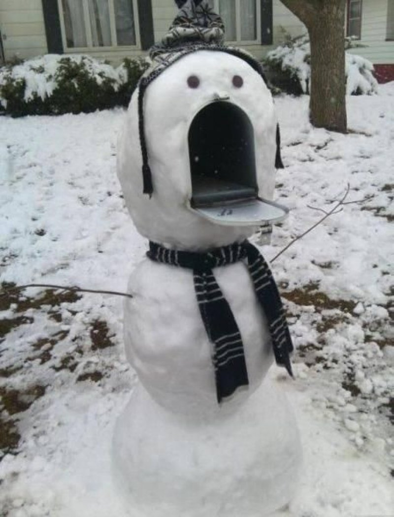 Snowman Looks Scared-15 Weirdest Yet Hilarious Mailboxes You'll Ever See