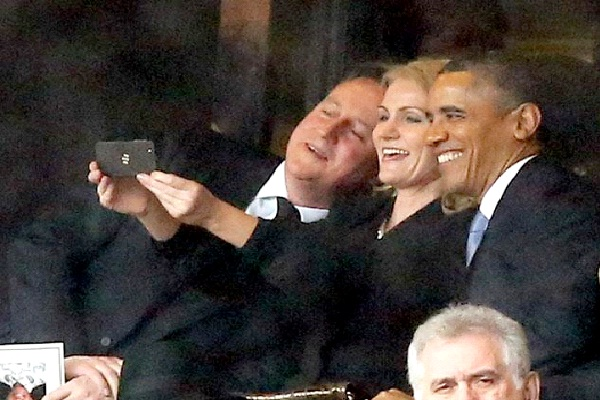Barak Obama Selfie At Nelson Mandela's funer@l-Things That Went Viral In 2013