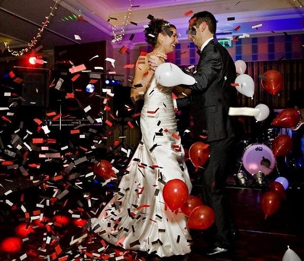 Funny dance-Amazing Unique Wedding Ideas