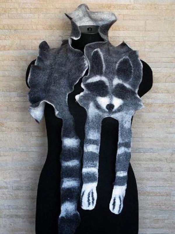 The raccoon-Insane Scarves