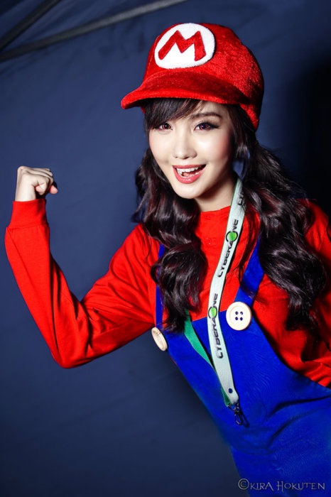 Long haired Mario-Hot Girls In Mario Cosplays