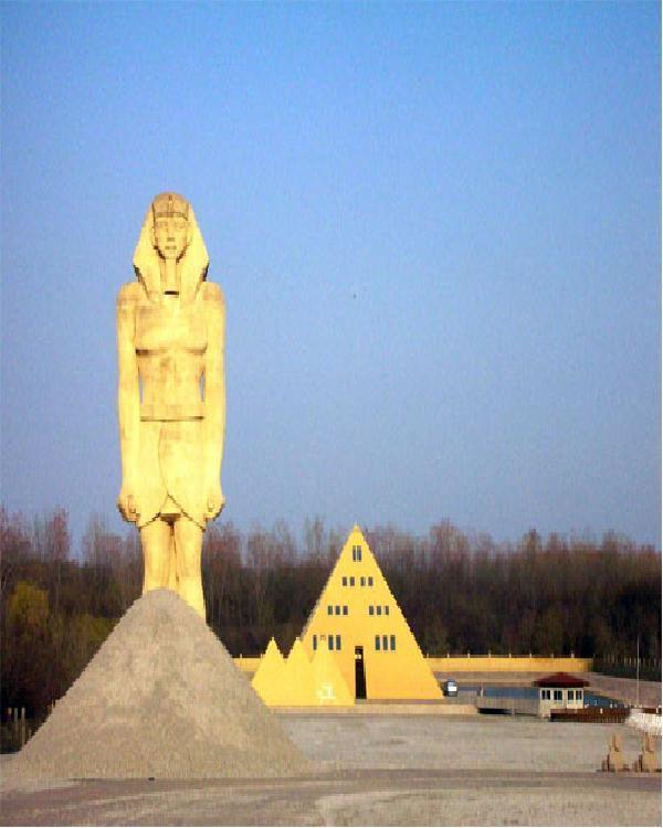 The pyramid house-Weirdest Houses In The World