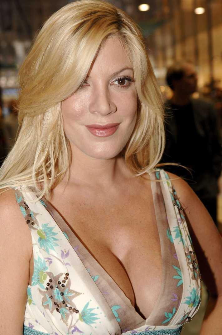 Tori Spelling-24 Celebrities Who Had Breast Implants