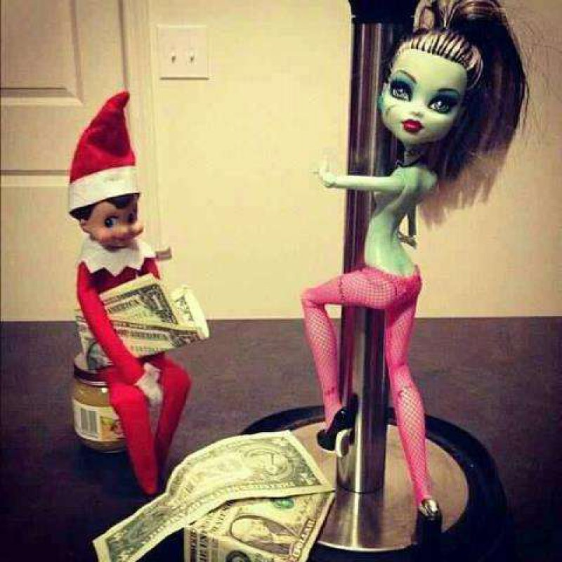Another Naughty Elf-15 Hilarious Photos Of The Elf On The Shelf Gone Wrong