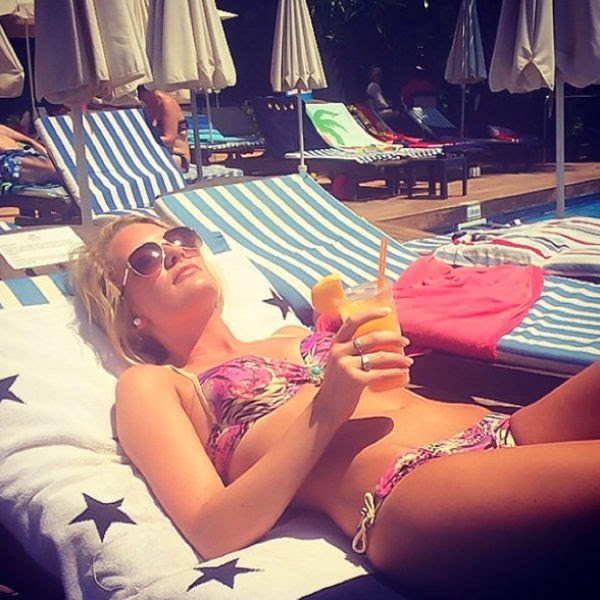 Sunbathing: Expectation vs. Reality-15 Images That Show Strong Difference Between Instagram And Reality
