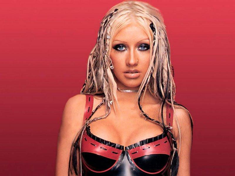 Christina Aguilera-24 Celebrities Who Had Breast Implants