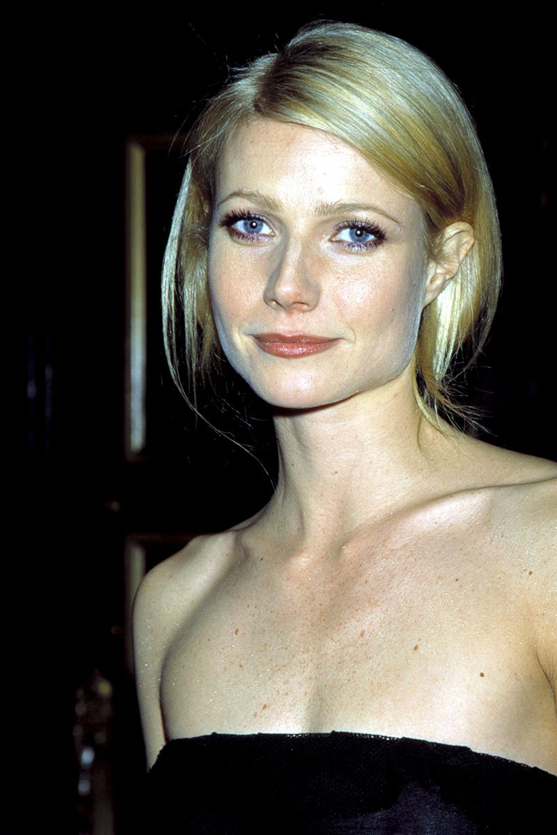 Gwyneth Paltrow (43 Years)-15 Celebrities Who Don't Age Like Other Human Beings