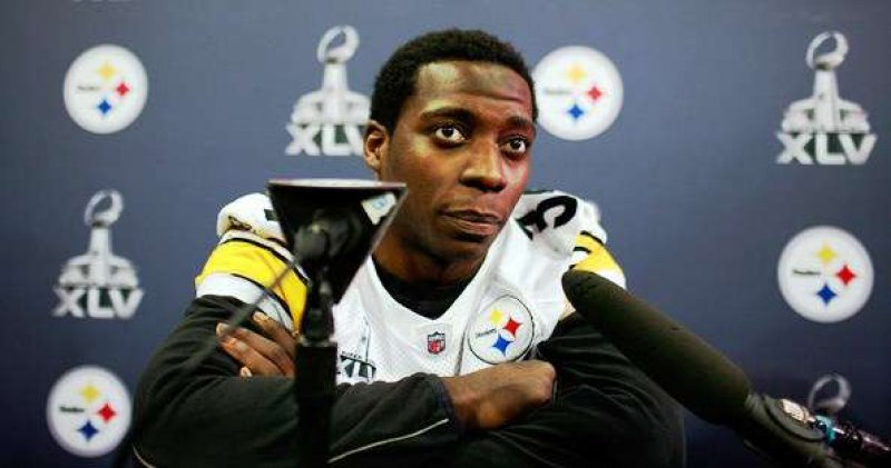 Rashard Mendenhall Posted a Different Opinion on Osama Bin Laden-15 People Who Got Fired Because Of Social Media