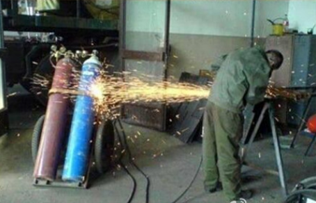 Explosive Concentration on Work-15 Workers Who Are Doing It Totally Wrong