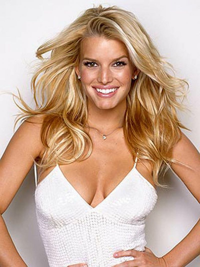 Jessica Simpson Doesn't Brush Her Teeth Every Day-15 Bizarre Celebrity Secrets You Don't Know
