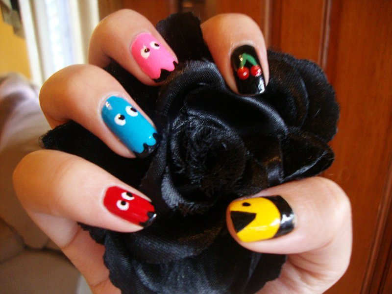 Pac Man Nails-15 Amazing Nail Arts That You Must Try Once In Your Life