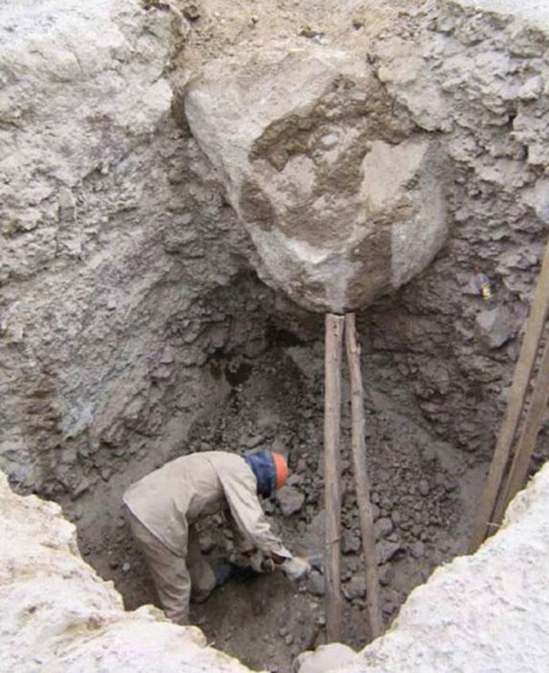 If You Smell What the Rock is Cooking-15 Workers Who Are Doing It Totally Wrong