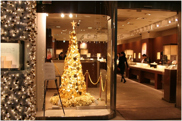 Gold Christmas Tree-Most Amazing Christmas Trees From Around The Globe