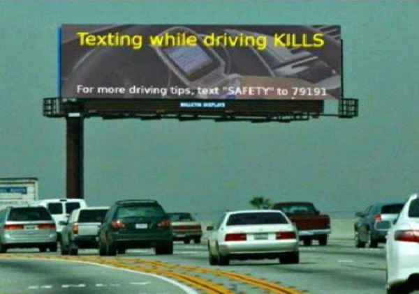 Safe Texting While Driving-Most Ironic Pictures