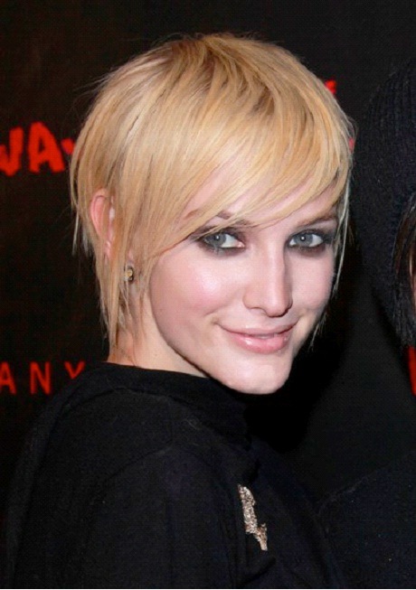 Ashlee Simpson-12 Celebrities With Really Short Hair
