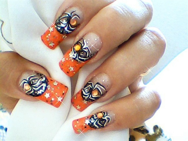 Glittery spider-Halloween Nail Art