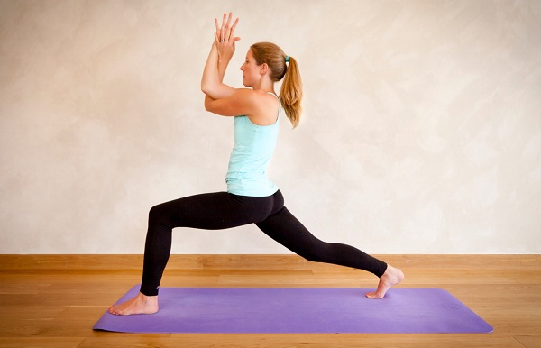 The lunge-Simple Yoga Positions For Everyone
