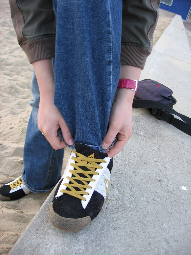 Tying Shoelaces-24 Signs That You Are Fat
