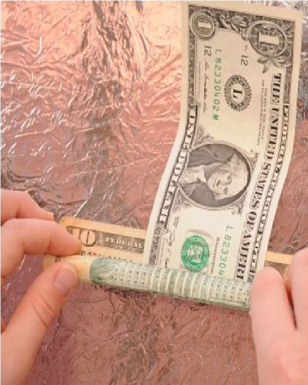 Switching bills-15 Easy Homemade Magic Tricks You Can Learn Within Minutes