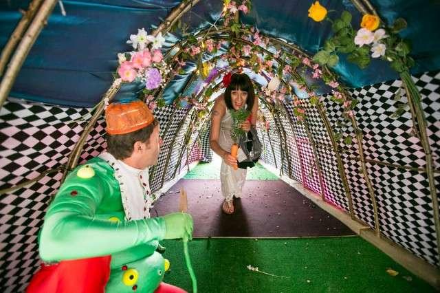Alice in WeddingLand -15 Most Bizarre Themed Weddings Ever