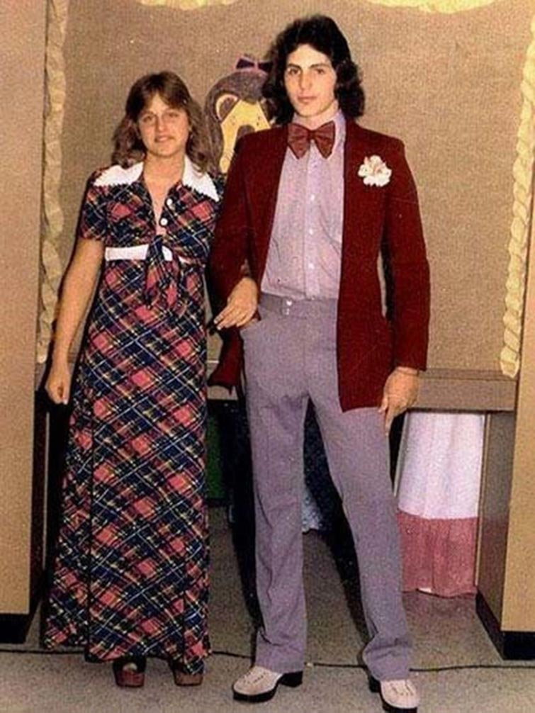 Ellen DeGeneres Prom Date Photo-15 Rare Unseen Celebrity Prom Photos