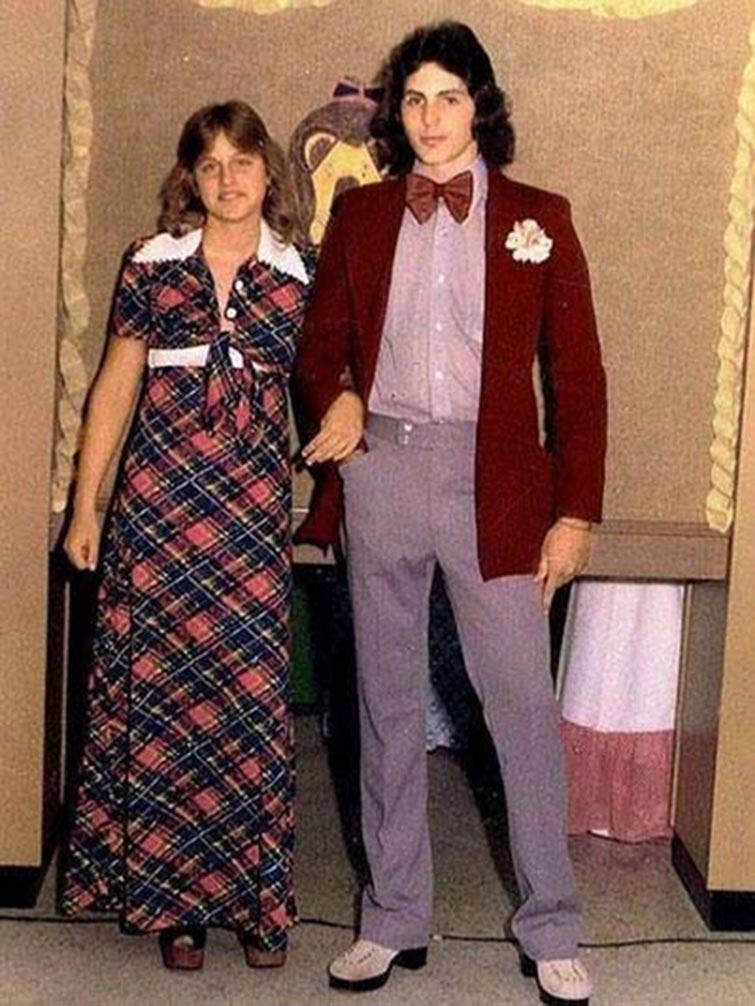 Ellen DeGeneres Prom Date Photo-15 Rare Unseen Celebrity Prom Photos