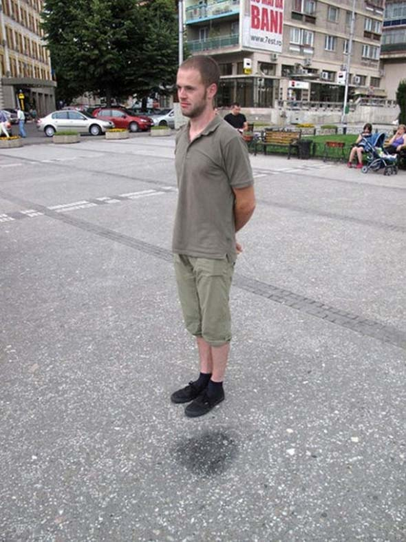 The Man Who Floats in Air-15 Real Life Illusions That Are Sure To Amuse You