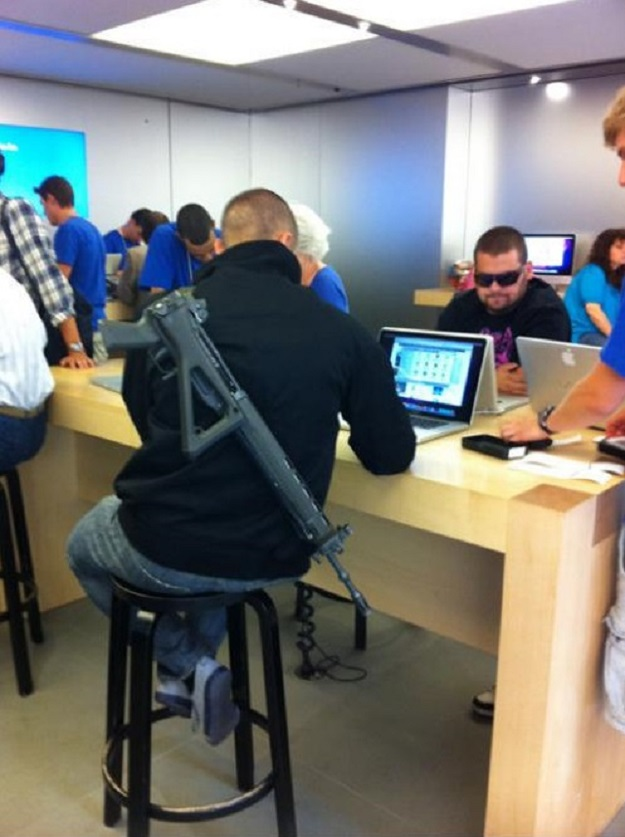 Get Your Facts Correct Or I''ll Shoot Ya in...-15 Hilarious Things Ever Happened In Apple Stores
