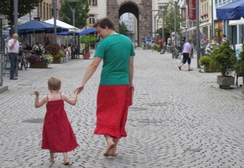 Dad who Wore Skirt for his Skirt Loving Son-15 Awesome Dads Who Are Nailing The Father Thing